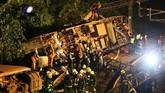 Setidaknya 18 orang tewas dalam kecelakaan kereta paling parah di Taiwan selama tiga dekade belakangan. (Reuters/Stringer)