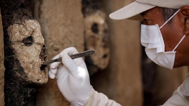 Para ahli masih menyelidiki maksud dari patung tersebut dibuat. (REUTERS/Douglas Juarez)