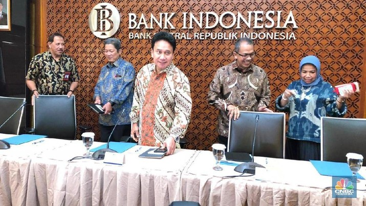 Rapat Dewan Gubernur Bank Indonesia (BI) memutuskan untuk mempertahankan bunga acuan BI 7-Day RR di posisi 5,75%.