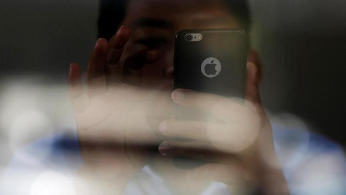 Raksasa tekologi asal Amerika Serikat (AS), Apple, kini memiliki US$237,1 miliar (Rp 3.579 triliun) uang tunai di kas perusahaan.