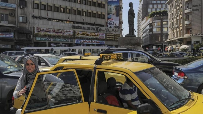 Sebagian warga Damaskus di ibukota Suriah telah kembali menjalankan kehidupan seperti biasa setelah perang di wilayah itu berakhir Mei lalu.(REUTERS/Marko Djurica)