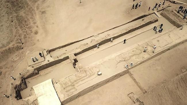 Patung tersebut ditemukan di kawasan kuno Chan Chan yang diketahui pernah menjadi ibukota Kerajaan Chimu dan sebelum era Kerajaan Inca.(AFP/ CRIS BOURONCLE)