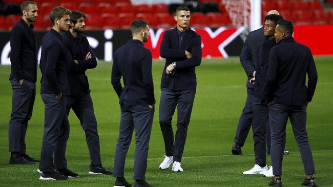 Cristiano Ronaldo yang memilih petualangan baru bersama Juventus dari Real Madrid itu bertekad membawa Si Nyonya Tua mengalahkan Manchester United. (Reuters/Jason Cairnduff)