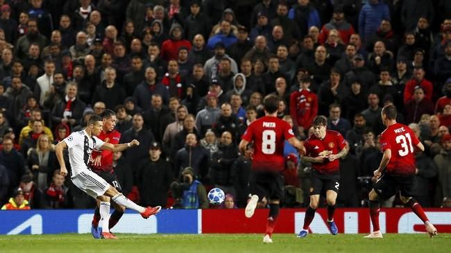 Ronaldo turut menjadi salah satu pemain yang melepaskan tembakan ke gawang Man United. (Action Images via Reuters/Jason Cairnduff)