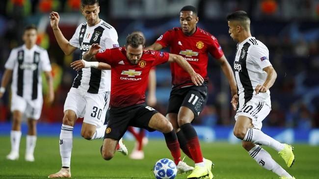 Situasi pertandingan mengalami perubahan pada babak kedua, ketika tuan rumah mampu melakukan serangan untuk menyamakan kedudukan. (Action Images via Reuters/Jason Cairnduff)