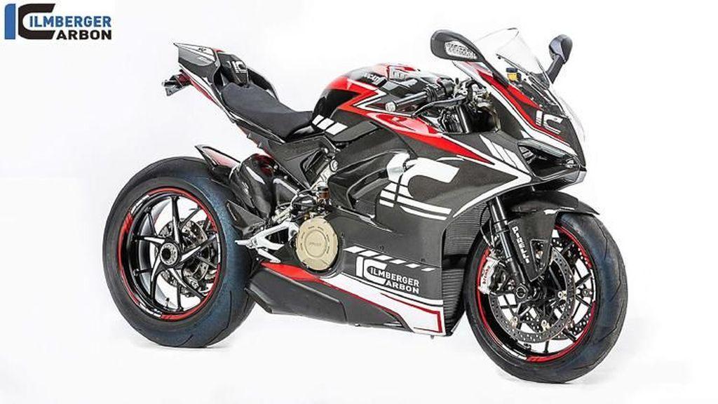 Kerennya Ducati Panigale V4 Bermotif Karbon