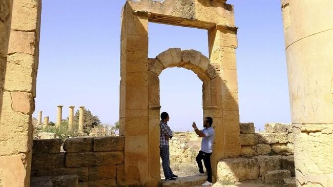 Padahal, Libya memiliki lima situs bersejarah yang diakui oleh UNESCO karena peninggalan dari era Kerajaan Romawi ribuan tahun silam. (REUTERS/Esam Omran Al-Fetori)