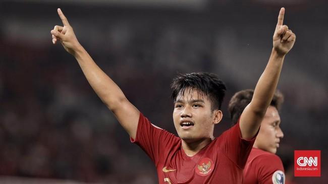 Witan Sulaeman mencetak gol pada menit ke-23. Gol kaki kanan pemain asal Palu itu mengubah skor dan membuat pendukung tuan rumah bersorak girang. ( CNN Indonesia/ Hesti Rika)