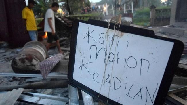 Susana di Aceh Tamiang saat ini dilaporkan sudah kondusif. Namun polisi masih berjaga-jaga untuk mencegah kejadian yang tak diinginkan. (ANTARA FOTO/Zamzami/wpa)
