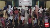 Acara yang mayoritas dihadiri emak-emakitu diisi dengan menimbang dan mengukur anaknya. Penyuluhan dan pemeriksaan gizi balita juga digelar. (CNN Indonesia/Adhi Wicaksono)