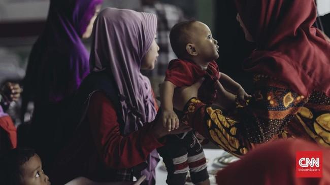 Gerakan Emas (Gerakan Emak dan Anak Minum Susu) dideklarasikan di Stadion Klender, Jakarta Timur, Rabu (24/10)sebagai bagian dari dukungan pada Prabowo-Sandi di Pilpres 2019. (CNN Indonesia/Adhi Wicaksono)
