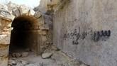 Sejumlah grafiti ditemukan pada 20 Oktober lalu. Aksi ini menimbulkan keprihatinan atas minimnya kepedulian akan sejarah.(REUTERS/Esam Omran Al-Fetori)