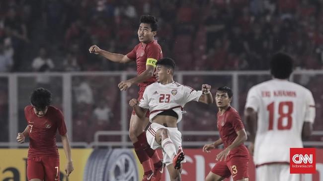 Nurhidayat Haji Haris yang menjadi salah satu bek tengah Timnas Indonesia U-19 diusir dari lapangan pada menit ke-52 karena mendapat kartu kuning kedua. (CNN Indonesia/ Hesti Rika)