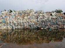 Namanya Pulau Indah, Tapi Penghuninya Tumpukan Sampah Plastik