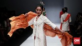 Sebanyak 116 helai kain dipadupadankan menjadi 48 tampilan yang dapat menjadi inspirasi pemakaian kain sehari-hari. (CNN Indonesia/Andry Novelino)