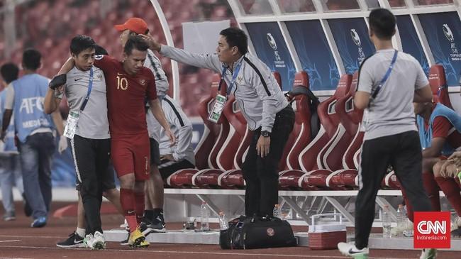 Selain ditinggal kapten Nurhidayat Haji Haris yang mendapat dua kartu kuning, skuat Garuda Nusantara juga berlaga tanpa Egy Maulana Vikri sejak menit ke-68. Egy yang mengalami cedera digantikan M Rafi Syaharil. (CNN Indonesia/ Hesti Rika)