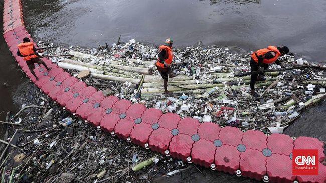 Pasukan Oranye Berani Adang Banjir, 'Takut' Pada Harga Rokok