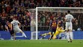 Tujuh menit jelang bubar, Jordi Alba mencetak gol kedua Barcelona sekaligus mengunci tiga poin untuk tim tuan rumah. (REUTERS/Albert Gea)