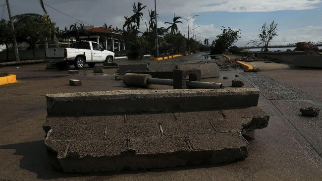Menurut Pusat Topan Nasional (NHC) yang bermarkas di Miami, badai ini menjadi salah satu badai paling kuat yang menghantam Meksiko dari Pasifik dalam beberapa tahun terakhir.(REUTERS/Henry Romero)