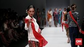 Sejalan dengan makna sutra dewangga yang berarti kain sutra dengan motif dan warna yang sangat indah. (CNN Indonesia/Andry Novelino)