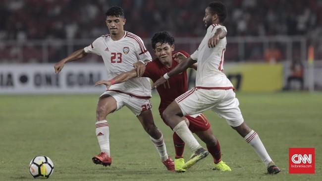 Timnas UEA berupaya keras menyamakan kedudukan dengan mengubah cara main pada babak kedua menjadi lebih taktis. (CNN Indonesia/ Hesti Rika)