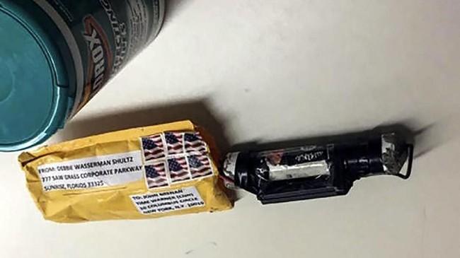 Tak lama muncul juga laporan paket bom serupa di kantor CNN di New York (CNN/Handout via REUTERS)
