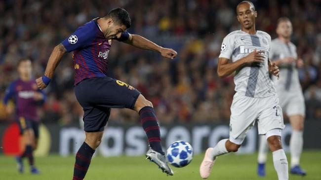 Setelah unggul 1-0, Barcelona tetap tak menurunkan tekanan ke pertahanan Inter Milan. Blaugrana banyak menghasilkan peluang bagus untuk mencetak gol. (REUTERS/Albert Gea)