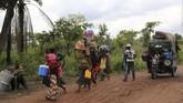 Sekitar 300 ribu imigran Kongo kabur untuk menyelamatkan diri dari bentrokan berdarah akibat serangkaian konflik di Lucapa, Angola. (Reuters/Giulia Paravicini)