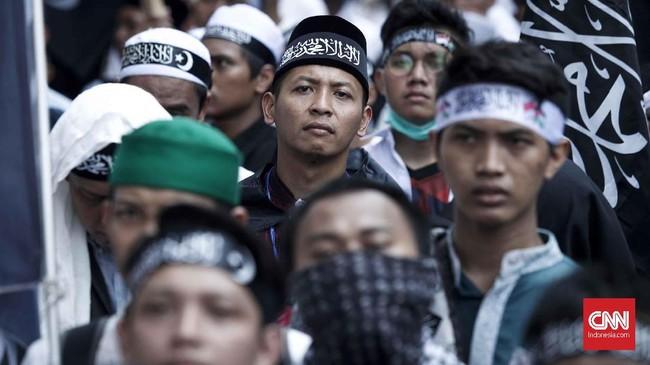 Selain di Jakarta, aksi serupa juga digelar di sejumlah wilayah. Tuntutan mereka sama agar oknum pembakar bendera diproses hukum. (CNNIndonesia/Safir Makki)
