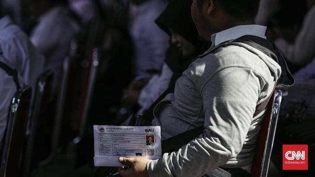 Tes Seleksi Kompetesi Dasar seleksi calon pegawai negeri sipil (CPNS) dimulai hari ini, Jumat, 26 Oktober 2018. Salah satu lokasi penyelenggaraan tes adalah Gedung Kantor Walikota Jakarta Selatan. (CNNIndonesia/Adhi Wicaksono)
