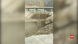 VIDEO: Banjir Bandang, Tamasya Siswa Yordania Berujung Maut