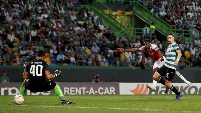 Arsenal baru mampu memecah kebuntuan pada menit ke-78 melalui tendangan keras Danny Welbeck. Skor 1-0 untuk Arsenal bertahan hingga laga usai. (Action Images via Reuters/Peter Cziborra)