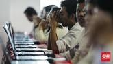 Seleksi Kompetensi Dasar (SKD) dalam rangka penerimaan Calon Pegawai Negeri Sipil (CPNS) 2018 di Kantor Wali Kota Jakarta Selatan yang molor. (CNNIndonesia/Adhi Wicaksono)