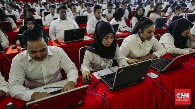 Badan Kepegawaian Nasional menyatakan jaringan internet tersebut dibutuhkan untuk registrasi ulang bukan disebabkan karena server BKN untuk data CPNS mengalami gangguan. (CNNIndonesia/Adhi Wicaksono.