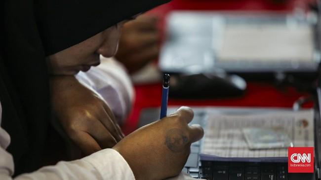 Kendala ini diklaim hanya terjadi di sejumlah lokasi. Di Jakarta misalnya, gangguan internet terjadi di Kantor Wali Kota Jakarta Selatan dan Jakarta Utara.(CNNIndonesia/Adhi Wicaksono)