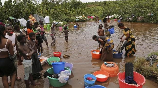 Bentrokan ini sangat mengejutkan bagi semua pihak karena sebelumnya, kota tersebut sangat toleran terhadap imigran dari Kongo yang bertahan hidup dengan menambang berlian secara ilegal di sana. (Reuters/Giulia Paravicini)