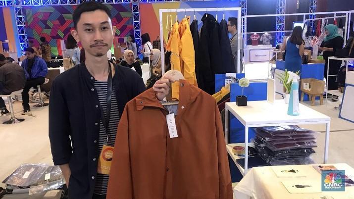 Ini perancang jas hujan gaul yang dikenakan Jokowi di ideafest pagi ini