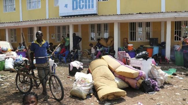 Namun, pemerintah Angola mengklaim bahwa para imigran itu pulang dengan sukarela. Mereka juga mengatakan bahwa hanya ada satu imigran yang tewas, itu pun karena kecelakaan dalam perjalanan. (Reuters/Giulia Paravicini)