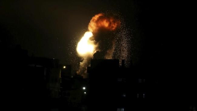 Tentara Israel menuding bahwa dalang di balik gempuran roket dari Gaza adalah Hamas, kelompok Palestina yang menguasai wilayah Jalur Gaza. (REUTERS/Ibraheem Abu Mustafa)