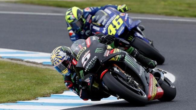 Johann Zarco mengungguli Valentino Rossi yang menempati posisi start ketujuh. (REUTERS/Brandon Malone)