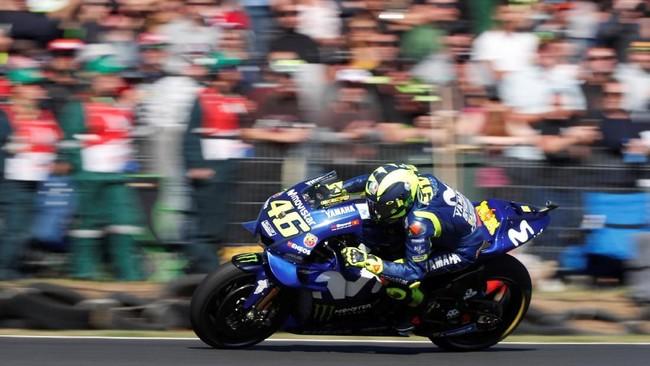 Pebalap Movistar Yamaha Valentino Rossi sempat tampil impresif saat balapan berlangsung dan berada di posisi kedua, tapi kemudian finis di posisi keenam setelah gagal mempertahankan posisi. (REUTERS/Brandon Malone)