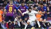 Barcelona menjamu Real Madrid dalam laga El Clasico Liga Spanyol di Camp Nou, Minggu (28/10). (Photo by GABRIEL BOUYS / AFP)