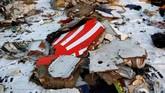 Serpihan pesawat dan barang-barang milik penumpang pesawat Lion Air JT-610 ditemukan mengambang di perairan Karawang. Basarnas mengumpulkan dan mendokumentasikan barang tersebut di posko Basarnas Tanjung Priok. (REUTERS/Willy Kurniawan)