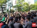 Demo Mitra Grab Rusuh, Polisi Tembak Gas Air Mata