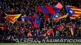 Kemenangan telak atas Real Madrid membuat Barcelona makin kokoh di puncak klasemen Liga Spanyol. (REUTERS/Albert Gea)