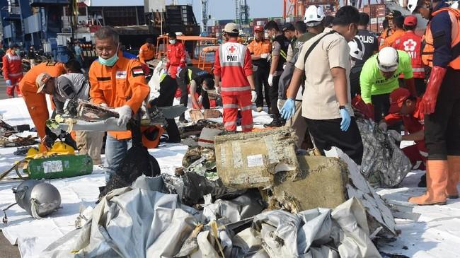 Basarnas membuka Posko Utama di Jakarta International Container Terminal (JICT) Tanjung Priok untuk mempermudah proses koordinasi dalam mengevakuasi para korban musibah jatuhnya pesawat Lion Air JT 610. (ANTARA FOTO/Indrianto Eko Suwarso/kye).