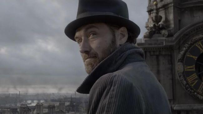 Jude Law Akui Beban Jadi Dumbledore di 'Fantastic Beasts 2'