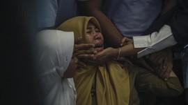 FOTO: Duka Keluarga Korban Jatuhnya Pesawat Lion Air JT610