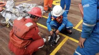 Pertamina Serahkan Puing Pesawat Lion Air Jatuh ke Basarnas