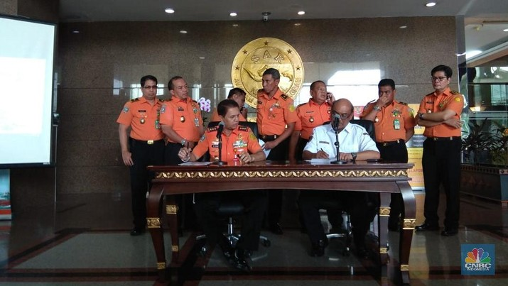 Ketua Komite Nasional Keselamatan Transportasi (KNKT) Soerjanto Tjahjono mengonfirmasi pesawat Lion Air JT-610 rute Jakarta-Pangkal Pinang hilang kontak.